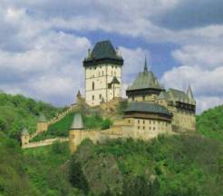 Hrad Karlštejn postavený Karlem IV. Lucemburským.