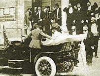 František Ferdinand d'Este s chotí hraběnkou Chotkovou opouštějí Sarajevskou radnici 28. června 1914