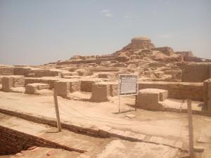 Mohendžodáro - pohled na současný stav komplexu s buddhistickou stupou (autor: Aakashaliraza)
