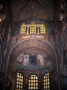 Bazilika San Vitale s mozaikovou výzdobou.