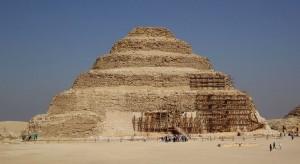 Pyramida faraóna Džoséra (3. dynastie) v Sakkáře