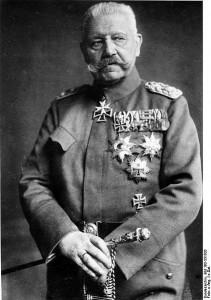 Paul von Hindenburg (1847 - 1934) se později stal německým prezidentem