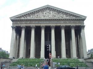 Typická klasicistní stavba, kostel v Paříži.
