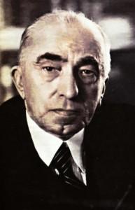Po abdikaci Edvarda Beneše byl prezidentem ČSR zvolen Emil Hácha