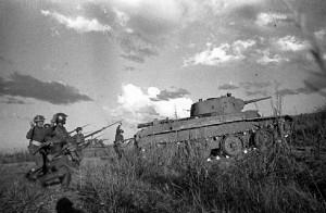 Ruský útok u Chalchyn Golu (vpravo tank BT-7)