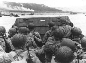 americké jednotky před vyloděním  na pláži Omaha – 6. 6. 1944