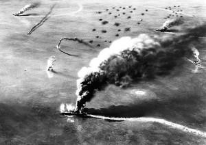pohled na hořící japonské letadlové lodě po bitvě u Midway
