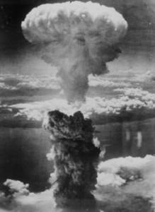 Atomový hřib po výbuchu bomby v Nagasaki dosáhl výšky 18 kilometrů