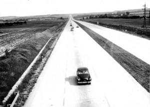 Dálnice D1 – první úsek mezi Prahou a Mirošovicemi byl otevřen roku 1971, až do Brna se podařilo dálnici otevřít v roce 1980