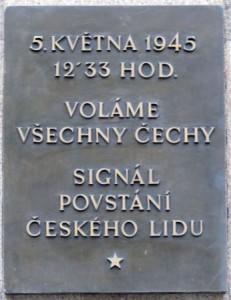 Pamětní deska květnového povstání na budově Českého rozhlasu