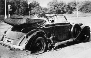Výbuchem zničený vůz Reinharda Heydricha