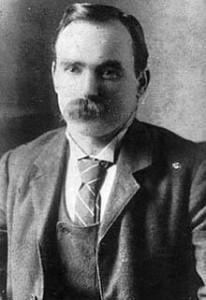 James Connolly (Séamas Ó Conghaile) (1868 - 1916) byl klíčovou postavou Velikonočního povstání  1916, během něhož se Irové pokusili vyhlásit nezávislost na Británii