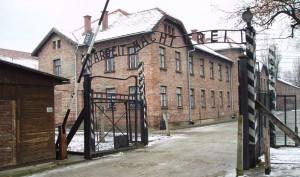 Konzentrationslager Auschwitz (Osvětim) byl komplex nacistických koncentračních táborů v Němci okupovaném Polsku (Osvětim - Auschwitz, Březinka - Birkenau)
